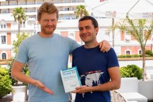"""Christian Felber y Diego Isabel con el libro """"Yo soy """"Tú"""""""